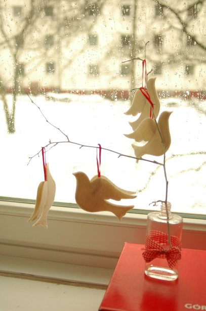 budget-friendly christmas crafts, holiday crafting, DIY christmas decorations, recycled christmas decorations