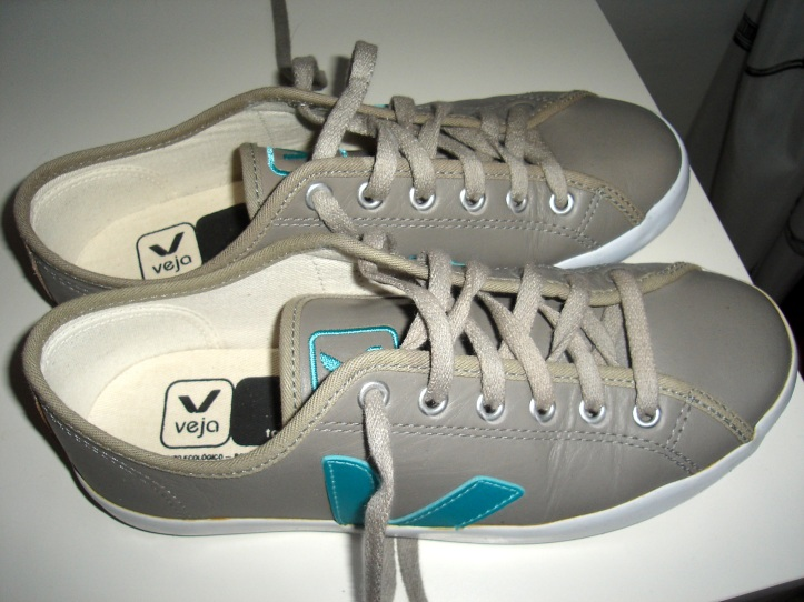veja runners in taupe