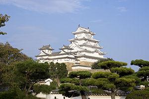 300px-Himeji_Castle_repainted_3