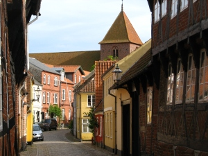 Road_in_Ribe,_Denmark_(St_Catherine_church_visible)